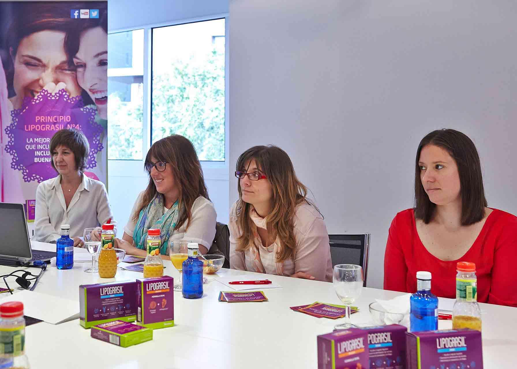 Participantes en la conferencia que dió Lipograsil sobre nutrición y hábitos alimenticios aprovechando el lanzamiento de un nuevo producto