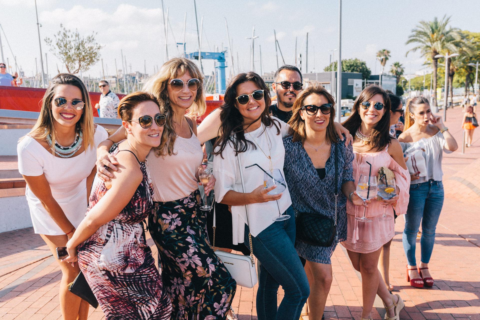 Grupo de invitados a la gran fiesta de final de los eventos del Sunglass Hut Pop Up en donde la música estuvo a cargo del DJ Wally López