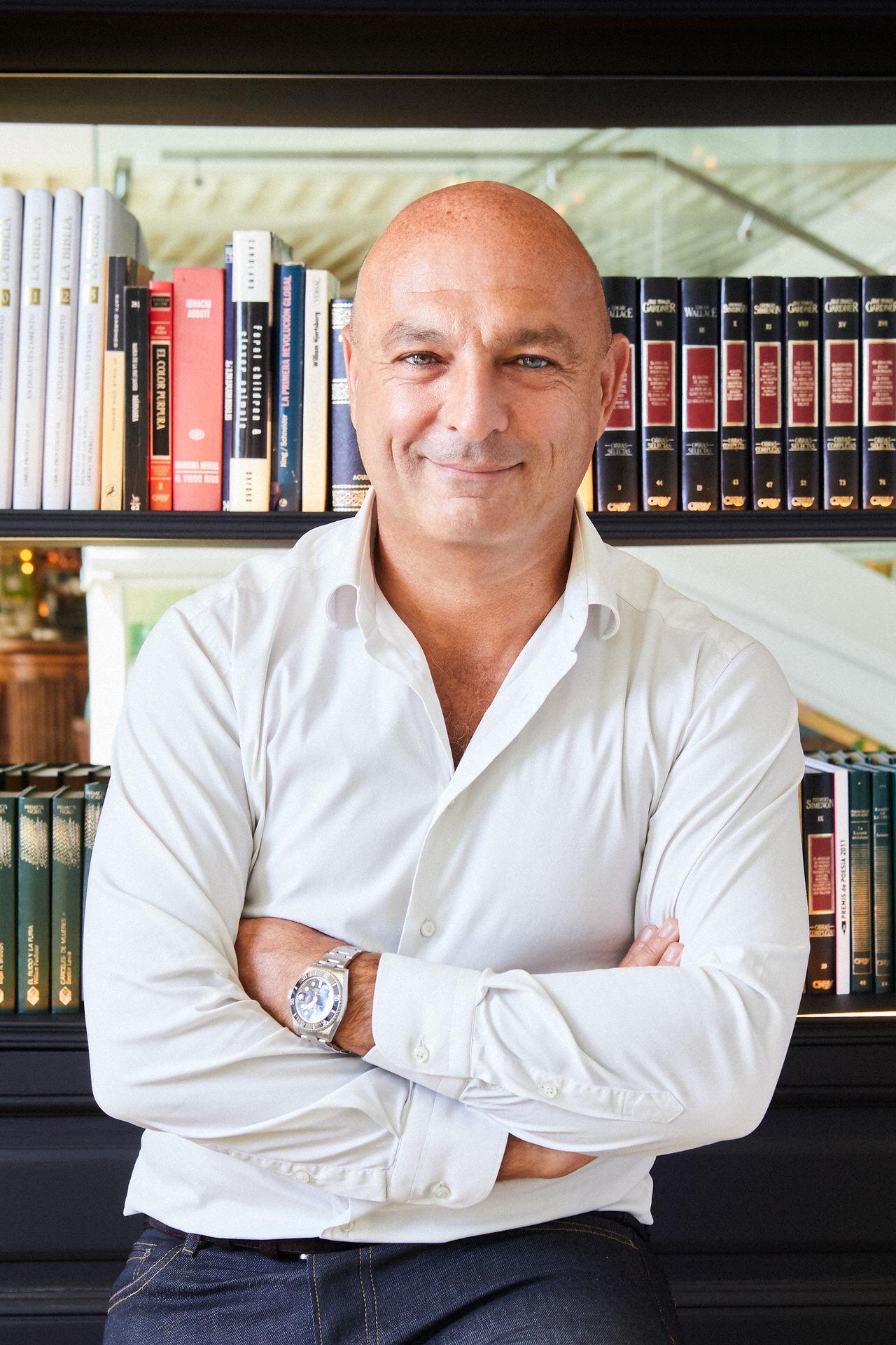 Editorial portrait in location of Michael Jaïs, Launchmetrics CEO de Launchmetrics by Marc Díez portrait photographer based in Barcelona.